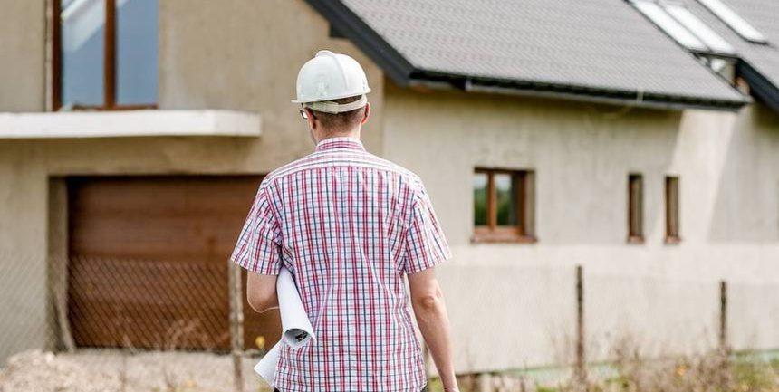 rownik robót budowlanych to role zróżnicowane – jedna i ta sama osoba nie może sprawować obydwóch funkcji (niezgoda interesów). Zadaniem inspektora nadzoru inwestorskiego jest nadzór nad realizatorem robót w czasie przebiegu budowlanego (powinność zbliżona do rady nadzorczej w stosunku d