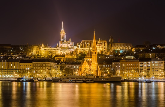 oświetlenie elewacji budynków LED Budapeszt